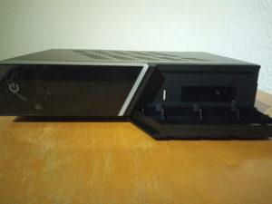 AX 4K-Box HD61 Frontklappe geöffnet